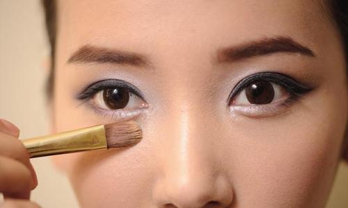卧蚕和眼袋有什么区别?去眼袋的方法是什么?