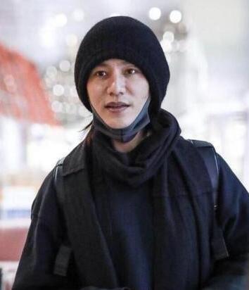 陈坤出席活动被叫错名字。