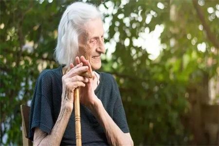 年纪越大越瘦是什么原因?女人预防肌少症要这么做