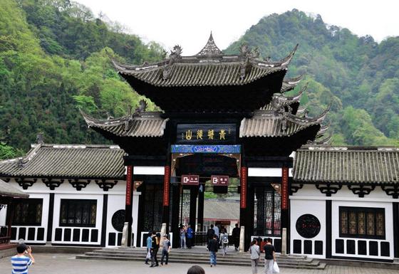 2: 青城山   青城山道教名山,著名旅游景点.古称天谷山.