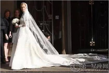 世界上最美的婚纱    1981年戴安娜结婚时,全世界的服装设计师都想为